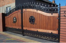 Wooden gate, refurbishment in London, oaken gate